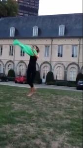 Séverine Dourson danse parc
